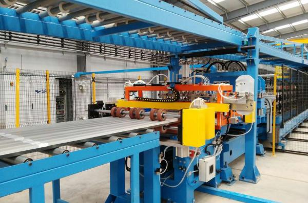 A SAIP CONTITECH LINE FOR THE PRODUCTION OF OVER-STANDARD LENGTH SANDWICH PANELS SUPPLIED TO STEADMANS UK